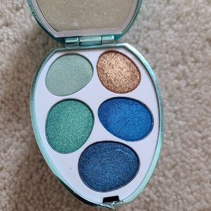Makeup Revolution eyeshadow kit